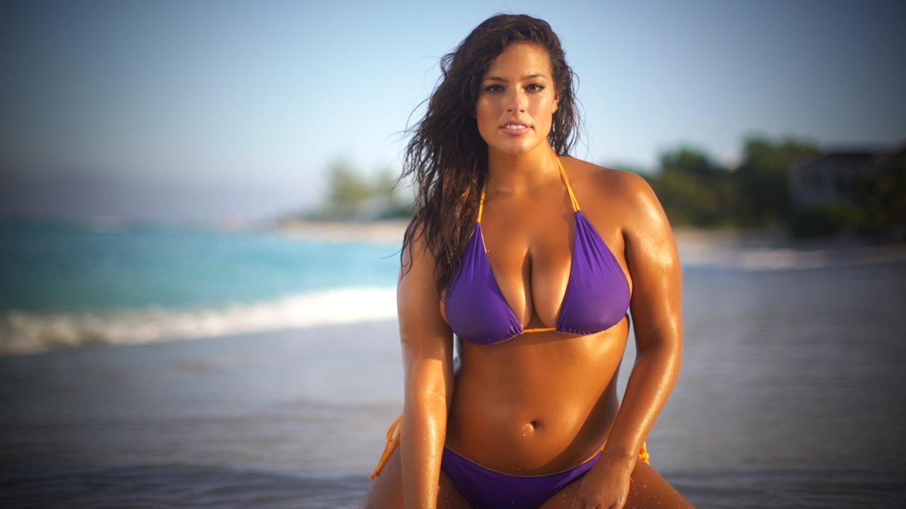 See how supermodel Ashley Graham keeps her famous curves in check