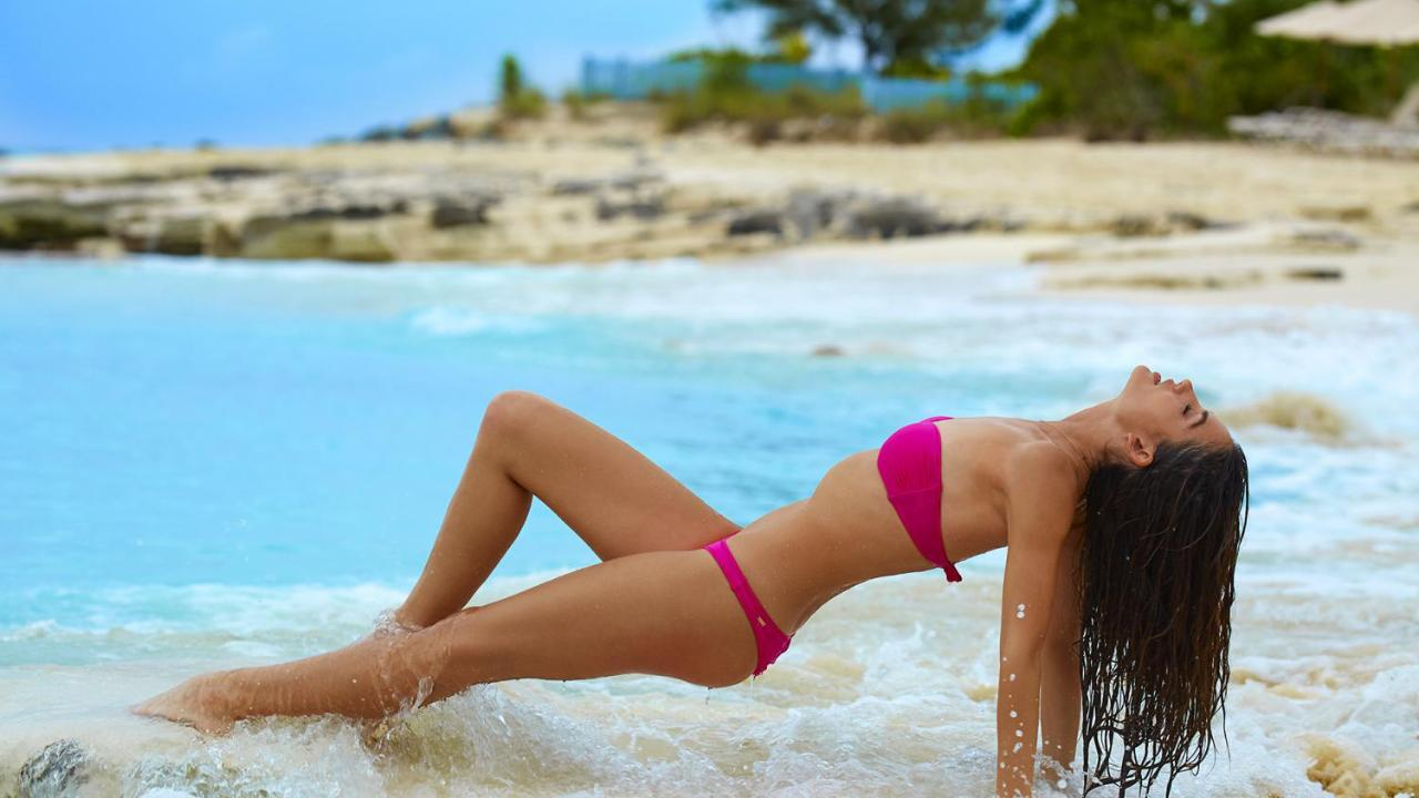 Lily Aldridge is a dancing queen in her SI Swimsuit 2016 outtakes!